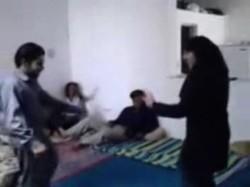 ثلاثة شباب اعتصبو بنت طالبة بلغفية وتصوت جامد وكل واحد نزل فية نيك