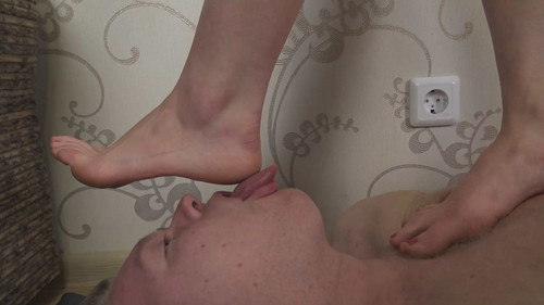 Veronika - barefoot trampling Full HD