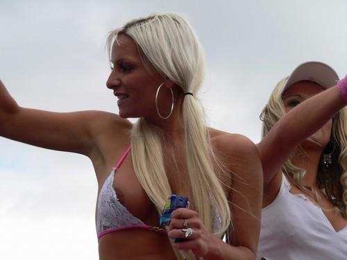 7y3l94y0xple - Drunk girls nipple slip Downblouse pictures