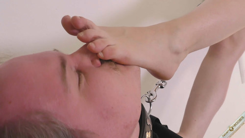 Trampled under Lady elsie bare smelly feet - FULL HD WMV