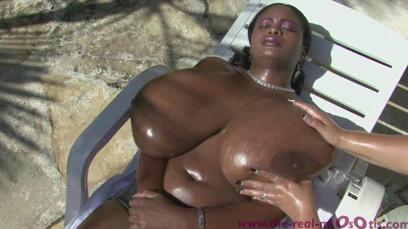 Miosotis – Kneading Oil – Breasts Oiled and Rubbed
