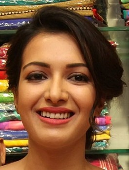 Catherine Tresa ugly teeth without make up in saree