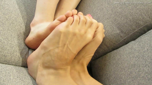 Hania & Ela - Foot fight