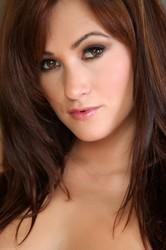 Tess-Lyndon-Showtime--z6qochr0dy.jpg