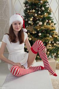 Lolya - Holiday Spirit
