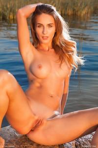 Rena - Naked Superbeauty