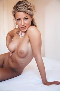 Christina - Revelare -l6r9h067mq.jpg