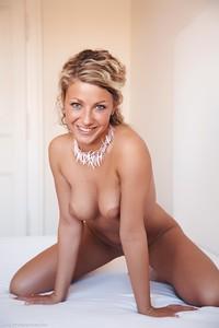 Christina - Revelare -v6r9hihgwb.jpg