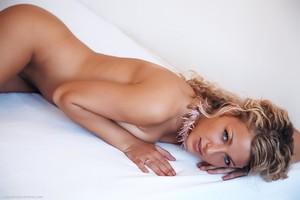 Christina - Revelare -k6r9h0b4i7.jpg