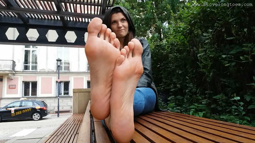Barefoot in the city