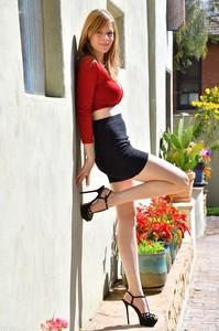 Gwen-Upskirt-In-Red--m6v2pvpqm0.jpg