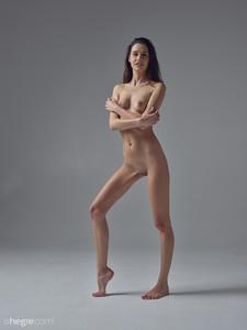 Cristin-Studio-Nudes--r6v9jtkgl0.jpg