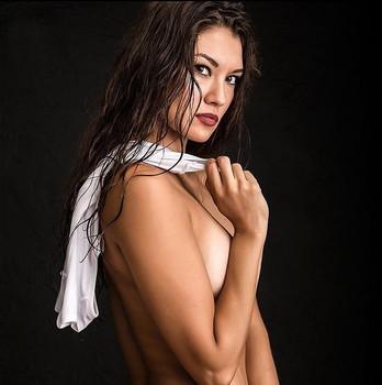 Heger topless angelina Angelina Heger: