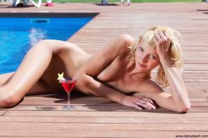 Lilly-Summer--q6vn2t8hv2.jpg