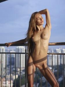 Jolie-Sexy-Skyline--17egqlbkmk.jpg